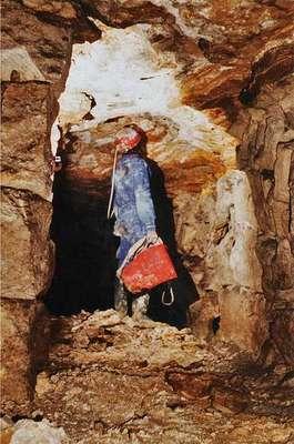 15 Ciel tombé dans une carrière où a été extrait le banc de roche